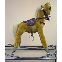 Лошадка-качалка на металлических полозьях